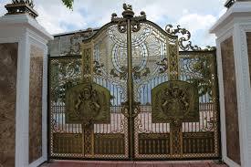 Tư vấn chọn mẫu cổng sắt đẹp cho nhà biệt thự